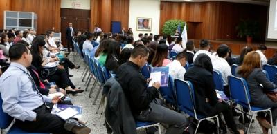 Personal de los bancos participa en entrenamiento sobre características y medidas de seguridad de los dólares, que impartió el Banco Central.