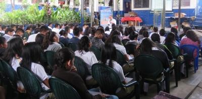 BCR brindó una charla sobre las características y medidas de seguridad de los billetes dólares,  a 300 estudiantes del  Instituto Nacional de San Emigdio, del Departamento de la Paz.