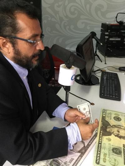 Vocero BCR explica las principales características de medidas de seguridad de billtes de dólares