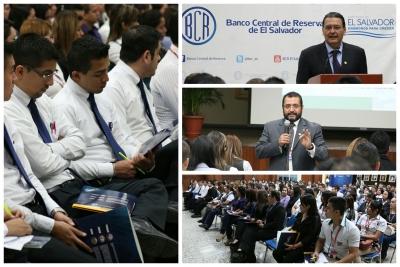 Participantes de los bancos en charla sobre características y medidas de seguridad de las especies monetarias