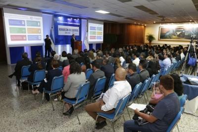 Presidente del Banco Central, Dr. Óscar Cabrera realizando el Informe de Rendición de Cuentas 2015- 2016.