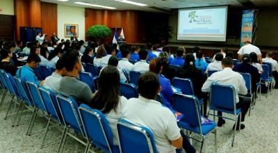 BCR brinda entrenamiento sobre medidas de seguridad de billetes de dólares