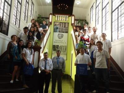Grupo de estudiantes del Colegio Internacional visitan el Museo y Biblioteca LAD