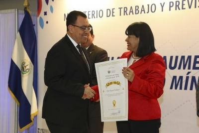 Ministerio de Trabajo y Previsión Social, otorgó reconocimiento al Presidente del Banco Central
