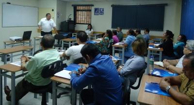 Desarrolo de capacitaciones sobre educación financiera a personal del ISSS