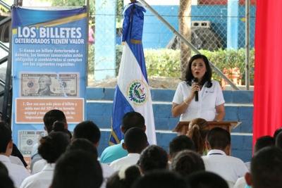 Vicepresidenta BCR Lic. Marta Evelyn de Rivera brinda mensaje en acto de inauguración Programa Conozca su dinero
