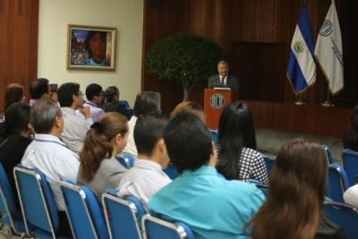 Dr. René Cáceres expone su investigación en conferencia REDIBACEN