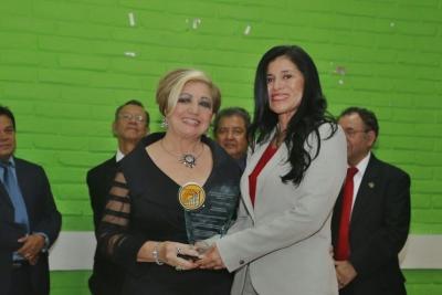 La Licda. Xiomara Hurtado (a la derecha) se desempeña como Jefa del Departamento del Sector Externo del BCR