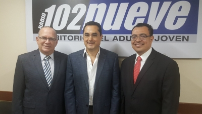 De Izq. a Der. Mauricio Choussy, Expresidente BCR; César Funes, Conductor de Programa Bola al Centro y Óscar Cabrera, Presidente BCR