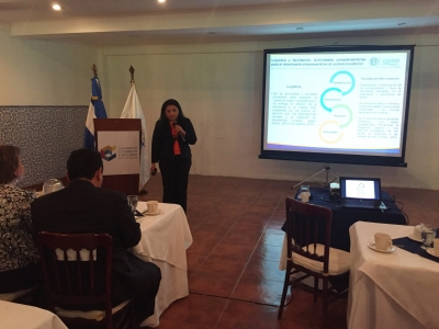 Lic. Dalila González, de CIEX El Salvador, brinda su exposición a los asistentes del III Foro: Innovación en la Logística organizado por CAMARASAL