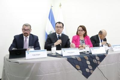 Presidente BCR Dr. Óscar Cabrera, brinda declaraciones en conferencia sobre Encuesta MYPE 2017