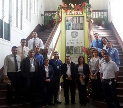 Grupo de empleados de FOSAFFI visitan el Museo y Biblioteca Luis Alfaro Durán del BCR