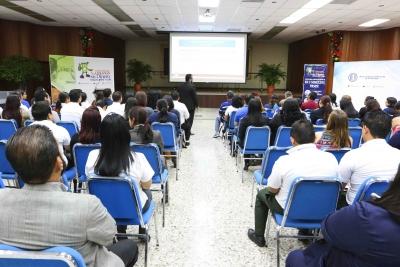 BCR capacita a cajeros del sector comercio